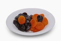 Высушенные абрикосы и черносливы на белой предпосылке Стоковое фото RF