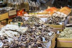 Высушенные морепродукты на продаже в тайском уличном рынке Стоковое Фото