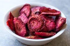 Высушенные обломоки плодоовощ клубники Подготавливайте для еды в шаре Стоковое Фото