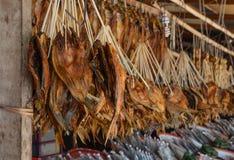 Высушенные рыбы на уличном рынке стоковое фото rf