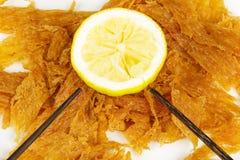 Высушенные рыбы с лимоном Стоковая Фотография