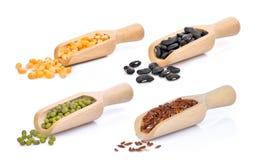 Высушенные семена мозоли, черная фасоль, фасоли mung, коричневый рис в ветроуловителе Стоковое Фото