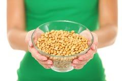 Высушенные солёные сои - здоровая заедк Стоковая Фотография RF
