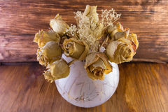 Высушенные старые пылевоздушные розы стоковые изображения