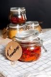 Высушенные томаты в опарнике Стоковые Изображения