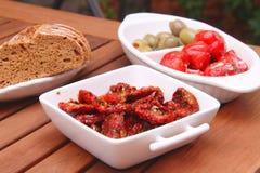 Высушенные томаты, оливки и перцы Стоковые Фотографии RF