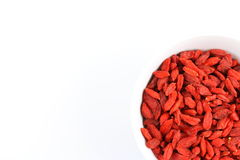 Высушенные ягоды goji в малом белом шаре Стоковое Фото