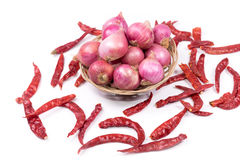 Высушенные chilies и шалоты Стоковая Фотография RF