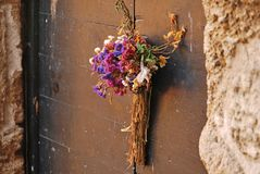 Высушенный букет на дверях Стоковые Фото