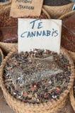Высушенный чай в wattled корзине стоковые изображения