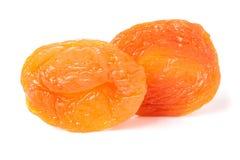 2 высушенных абрикоса на белом крупном плане предпосылки Стоковое Изображение RF