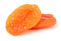 2 высушенных абрикоса на белом крупном плане предпосылки Стоковые Изображения