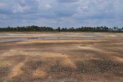 высушено lakebed вне Стоковое Фото