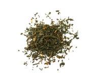 Высушите листья черного чая изолированные на белой предпосылке Стоковые Изображения RF