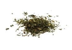 Высушите листья черного чая изолированные на белой предпосылке Стоковое фото RF
