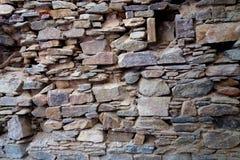 Высушите положенное старое учреждение каменной стены стоковые фотографии rf