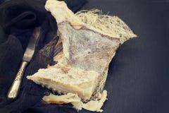 Высушите посоленных рыб трески на деревянной предпосылке Стоковая Фотография RF