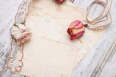 Высушите розовые и старые письма Стоковые Изображения