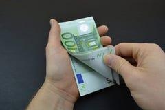Высчитайте евро с пальцами Стоковое фото RF
