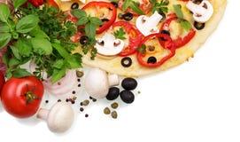 Высшая пицца с овощами стоковые изображения