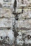 Вытравленная дверь металла стоковое фото rf