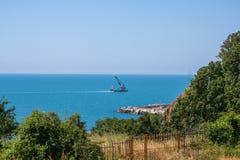 вытягивайте шею драгируя плавая новый морской порт Стоковые Фото