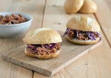 Вытягиванные сандвичи свинины Стоковые Изображения RF