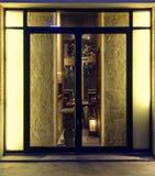 Вытяните стеклянную дверь на ноче Стоковое Изображение