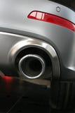 Выхлопная труба и задняя часть автомобиля Стоковые Фотографии RF