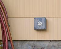 выход 240 вольт на экстерьере дома стоковые изображения rf