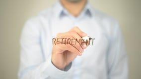 Выход на пенсию, сочинительство человека на прозрачном экране Стоковые Изображения