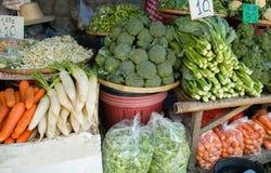 выходите овощи вышед на рынок на рынок Стоковые Фото