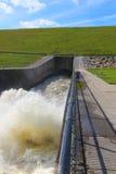 Выход регулирования паводковых вод Стоковая Фотография
