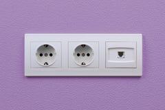Выходы электрических и интернета на стене Стоковое Изображение RF