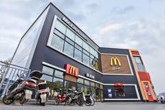 Выход MacDonald в центре города Пекина, Китае Стоковые Фото