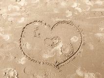 вычерченный песок влюбленности сердца Стоковые Изображения