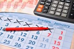 Вычисление на ручке калькулятора и записи цены Стоковое Фото