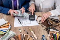 Вычисление необходимых финансов для работы Стоковое фото RF