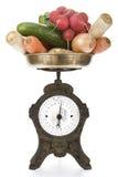 вычислите по маштабу вес сбора винограда овощей Стоковые Изображения