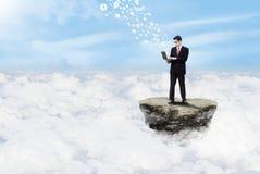 Вычислять бизнесмена и облака иллюстрация вектора