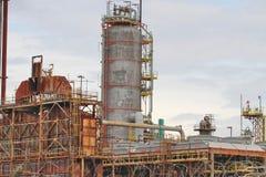 Вышедшее из употребления нефтеперерабатывающее предприятие Стоковое фото RF