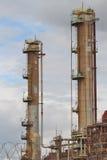 Вышедшее из употребления нефтеперерабатывающее предприятие Стоковые Изображения