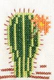 Вышивка вышивки крестом кактуса с цветком Стоковая Фотография