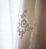 Вышивка на платье свадьбы Стоковое Изображение