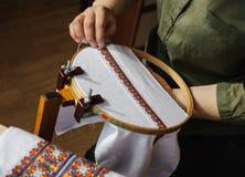 Вышивка на рамке вышивки (вышивка крестиком) Стоковое Изображение RF