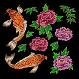 Вышивка с японскими карпом и цветками Стоковые Изображения RF