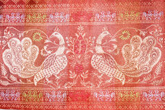 Вышитые традиционные лебеди картины Стоковое фото RF