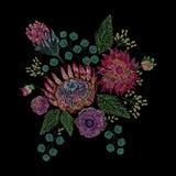 Вышитый состав с одичалым и садом цветет, отпочковывается и выходится Дизайн вышивки стежком сатинировки флористический на чернот Стоковое Изображение