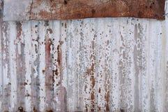 Выдержанная и старая предпосылка металла волнистого железа Стоковые Изображения