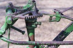 Выдержанный зеленый металлический toothed объект Стоковая Фотография RF
